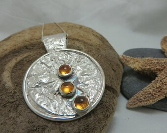 Three citrines adorned with reticulated sterling silver pendant