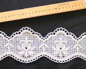 Ecru lace of 10 cm in height