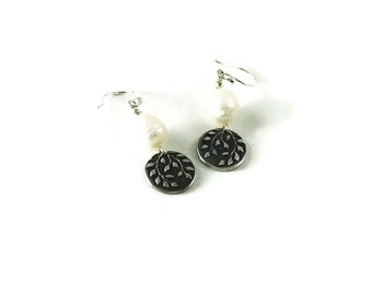 Mini falling leaves earrings with pearls - As seen on Arrow