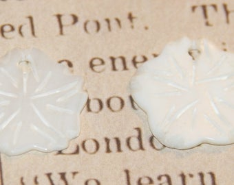 2 charms 20x20mm engraved mother of Pearl flower