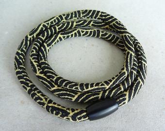 Kimono Wave Bracelet Magnet
