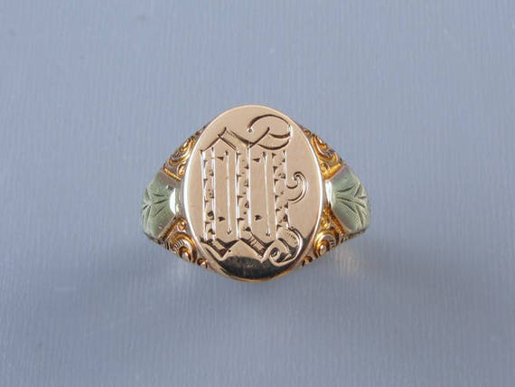 Mans antique Edwardian 6.8 gram 10k two tone gold carved signet ring signed Ostby Barton, size 10-1/4 / letter W