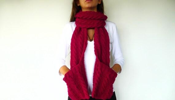 Bufanda con bolsillos en punto de ochos. Bufanda de lana hecha