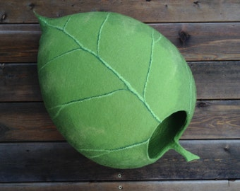 Cat bed /cat cave/cat house/light green leaf felted cat cave