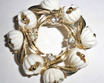 Pretty vintage goldtone white molded plastic flowers figural brooch with clear rhinestone accents