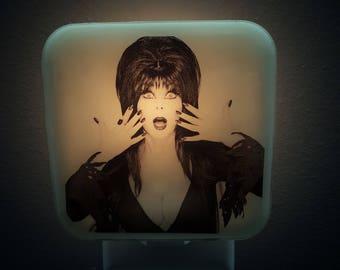 Elvira Night Light Retro Horror Decor Mistress of The Dark 80's Gothic Goth Sexy Spooky Cassandra Peterson Nightlight Plug In Vampire Gift