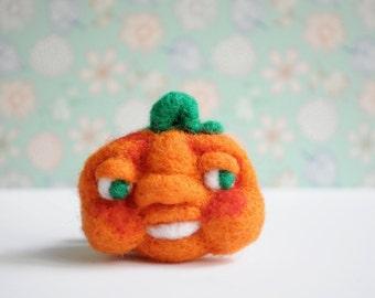 Pumpkin brooch - pumpkin decor pumpkin patch art costume dress decoration face halloween costume halloween decor pin badge needle felt