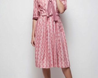 pink day dress botanical-striped pleated bow ascot shirtwaist dress vintage 70s LARGE L