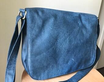 Leather shoulder Tote Messenger Saddle Bag.Single strap with adjustable belt.Quality, shoulder bag. Real leather with adjustable strap.