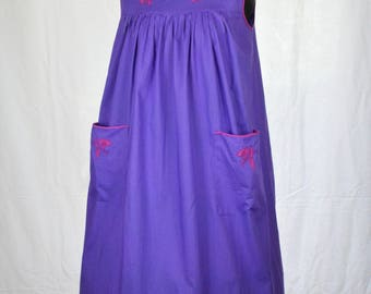 70s Indian cotton boho smock or tent midi dress with floral appliques and patch pockets in purple and pink by India Imports size M