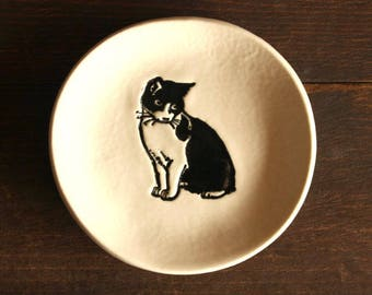 Ceramic CAT Ring Dish - Handmade Round B&W Porcelain Cat Ring Dish - Jewelry Dish - Gift for Her - Ready To Ship