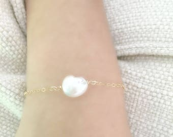 pearl bracelet freshwater pearl jewelry Beach Jewelry Beach weddings Summer jewelry Minimalist Bracelet 14k gold filled June Birthstone Gift