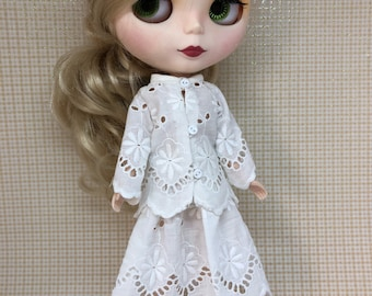 Blythe outfif skirt and long sleeves off white eyelet