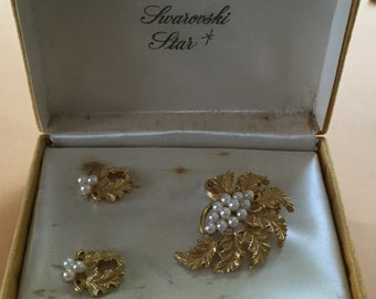 Vintage Swarovski Star Jewelry Set, Vintage Swarovski Brooch, Swarovski Clip Earrings, Gold Tone, Faux Pearls, Leaf Design, Original Box