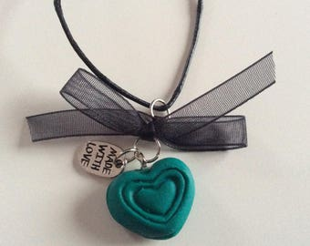 Necklace black green heart with bow
