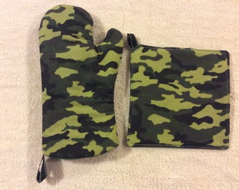 Camouflage Oven Mitts and Hot Pads