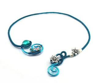 Twisted shades of blue necklace