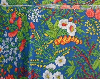 CONCORD Spring FLOWER FABRIC Red Carnations White Daisies Yellow Berries Green Leaves Out of Print Cotton Clothing Quilt Pillowcases 45 x 54
