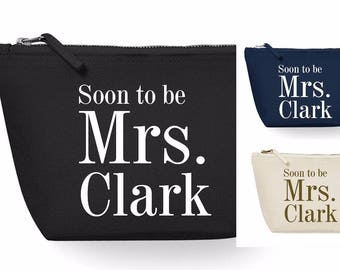 Soon To Be Mrs Make Up Cosmetic Wash Bag Wedding Gift Bridal Party Hen Favours Bag Present Newlywed Wife to Be