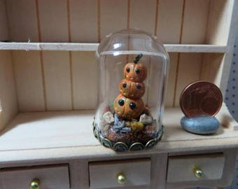 Glass Dome with witchy pumpkin stack (Dollhouse miniature / 1:12 scale)