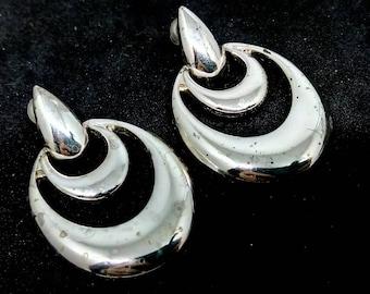 Vintage, a/f 3.6cm, Napier, Napier earrings, vintage earrings, drop earrings, silvertone earrings, silver tone earrings, dangle earrings,