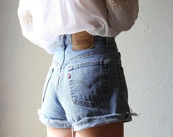 Levi's 565 High Rise Cutoff Denim Shorts // size 5