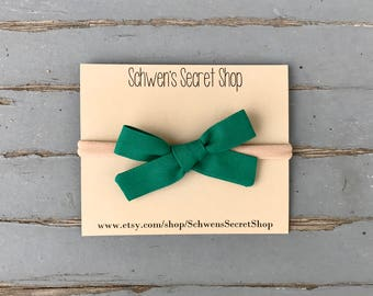 Emerald green bow, baby girl headband, hand tied bow, nylon headband, baby girl bow, school girl bow, baby bow headband, baby hair bow