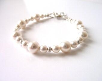 Baby Bracelet, Little Girls Pearl Bracelet, Baby Gift, Baptism Bracelet, Toddler Bracelet, Babys first pearls, Gift for Girl, Kids Jewelry