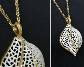 Vintage 60s 70s Mod Onion BULB Shaped White & Gold Open Work Medallion Statement Necklace Rope Chain COSTUME Jewelry