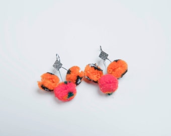 SMALL POMPOM EARRINGS