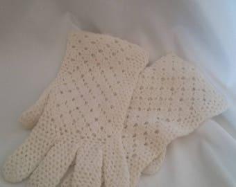 Vintage White Crochet Ladies Dress Gloves/Retro Accessories/Easter/Dress Up/Circa 1950 Original/Clothing/Antique/Wedding