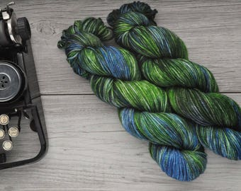 Taste for Nature - Worsted weight - Hand Dyed Yarn - Superwash Merino - Hand Painted - Variegated Tonal