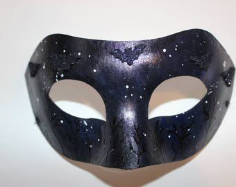 Mask with bats
