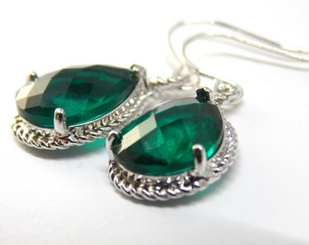Emerald Green Earrings in Silver. Everyday,christmas, gift for her