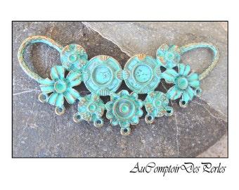 1 pendentif plastron floral laiton patiné vert 85x38 mm
