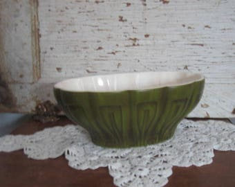 Vintage Planter Avocado Green  Indoor Planter by Haeger made in USA