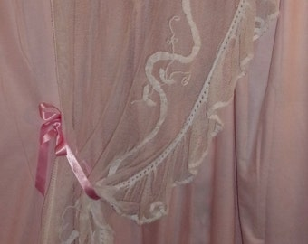 Antique curtain in tulle with applique ribbons