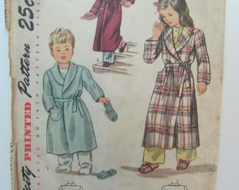 Vintage 1950s Simplicity 2544 Size 2 Child's Robe and Slippers (breast 21)