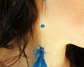 Brassard d'oreille à la main avec perles de verre bleu plume et chaîne en argent