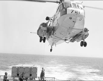 Poster, Many Sizes Available; Sh-3G Sea King Helicopter Refuels Uss Bagley (Ff 1069)