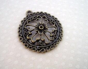 Round pendant flower bronze 30 x 34 mm - PB-0033