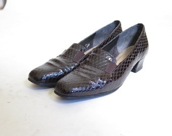 Vintage 1990s Faux Brown Vinyl Snakeskin Heeled Elastic Loafers size 7 and a half