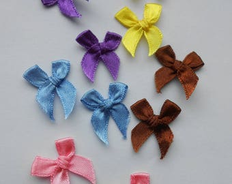 Multicolored ribbons bows