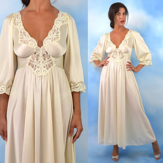 Vintage 70s does 30s Ivory Lace Dressing Gown (size small, medium)