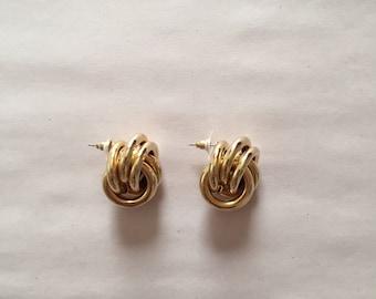 infiniti knot golden twisted stud earrings | minimalist golden twisted studs