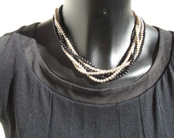 necklace of small pearls Pearly gray and black onyx.