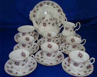 Royal Albert SWEET VIOLETS Tea Set / Service