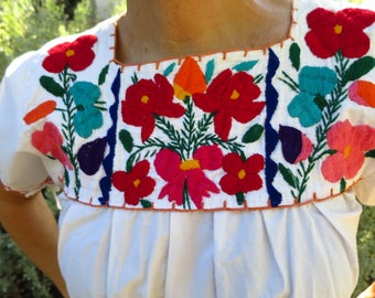 Vintage 1960's - 1970's Hand Embroidered Mexican Cotton Peasant Blouse Size S/M