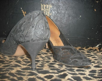 Vintage 1950s/60s Pumps, Black Lace Pointy Toe Heels, Socialite,  Size 9 AA