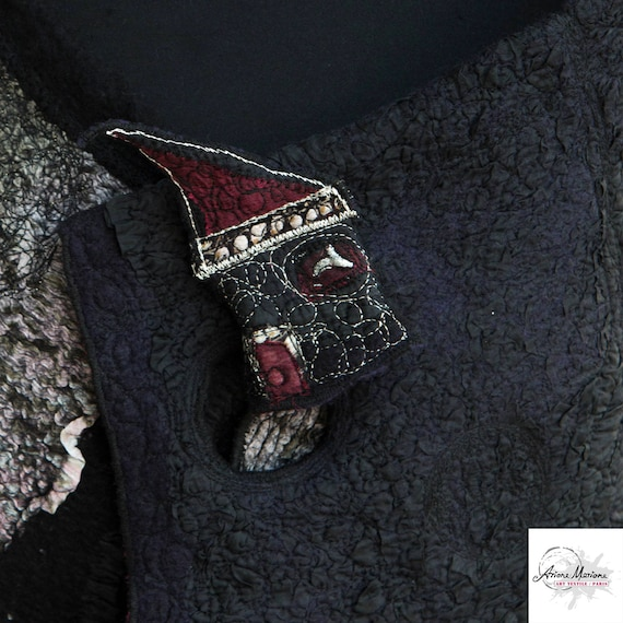 Mini Art Textile House Pin Black Cranberry